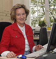 Г-жа Сабина Рост - заведующая регистратурой