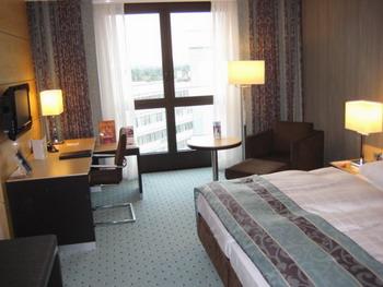 интерьер номера MARITIM Hotel