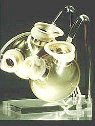 Искусственное сердце - модель сердца, разработанная в Берлине. Эта модель была впервые имплантирована профессором Р. Хетцером в 1987 г.